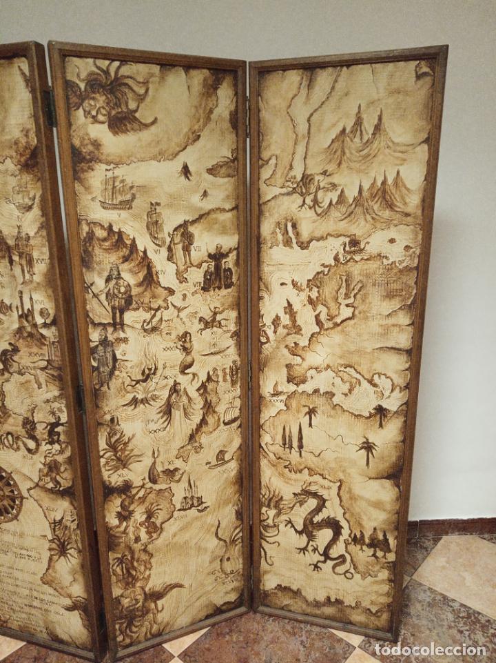 Antigüedades: Excepcional y único biombo pintado a mano. Cuadro por ambas caras. Pasajes históricos. Firmado. - Foto 4 - 191894133