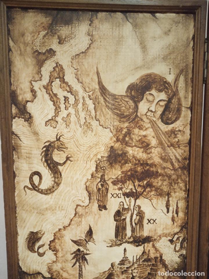 Antigüedades: Excepcional y único biombo pintado a mano. Cuadro por ambas caras. Pasajes históricos. Firmado. - Foto 5 - 191894133