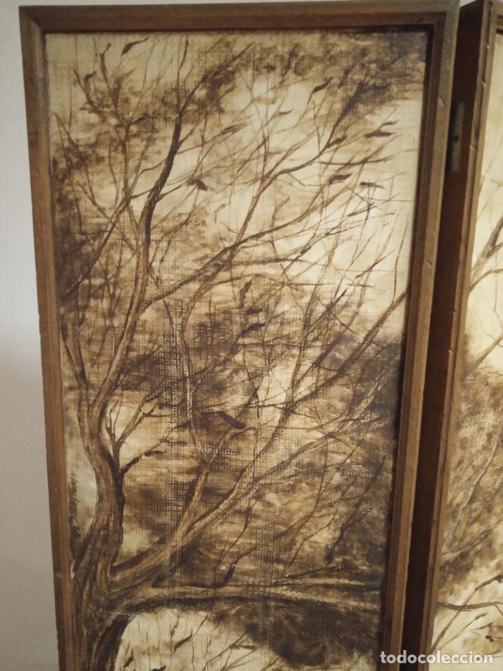 Antigüedades: Excepcional y único biombo pintado a mano. Cuadro por ambas caras. Pasajes históricos. Firmado. - Foto 13 - 191894133