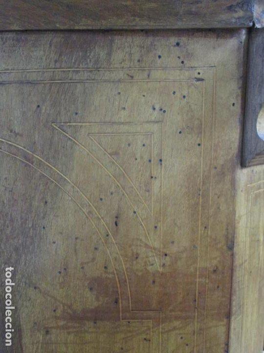 Antigüedades: Cómoda Catalana Bombeada - Madera de Nogal y Marquetería - Tiradores de Bronce - S. XVIII - Foto 9 - 191906290