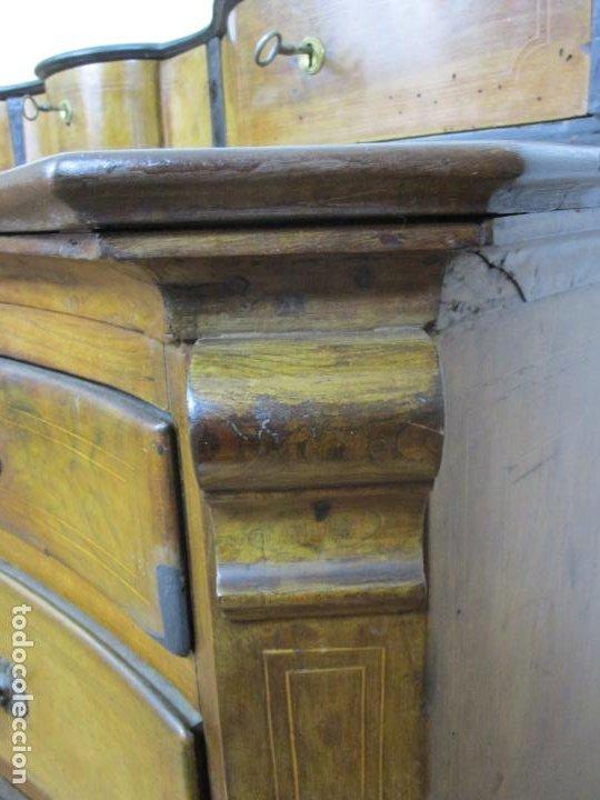 Antigüedades: Cómoda Catalana Bombeada - Madera de Nogal y Marquetería - Tiradores de Bronce - S. XVIII - Foto 23 - 191906290