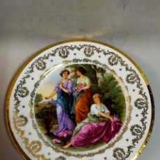 Antigüedades: PLATO DE PORCELANA SANTA CLARA, VIGO, ESCENA FEMENINA. Lote 191915072