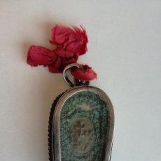 Antigüedades: RELICARIO DE PLATA EN FORMA DE ATAUD - MEDIDA: 5 CM - MUY ANTIGUO Y RARO. Lote 191924840