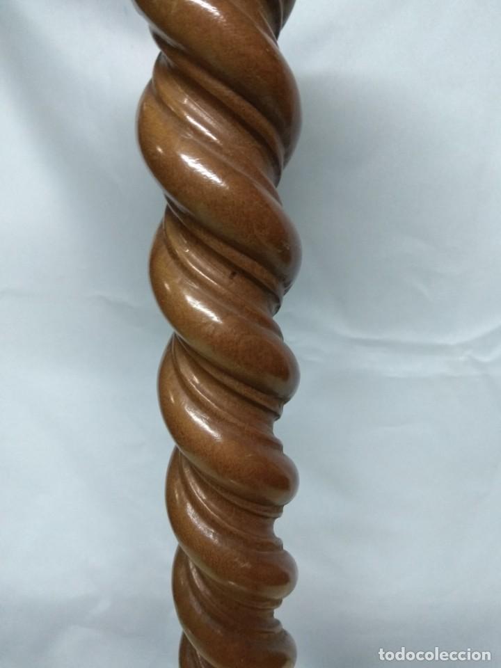 Antigüedades: Portavela fabricado en madera de cedro. 49cm de altura, 13 cm diámetro. - Foto 3 - 191981493
