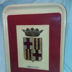 Antigüedades: ANTIGUA BANDEJA CON ESCUDO DE BARCELONA. Lote 191985525