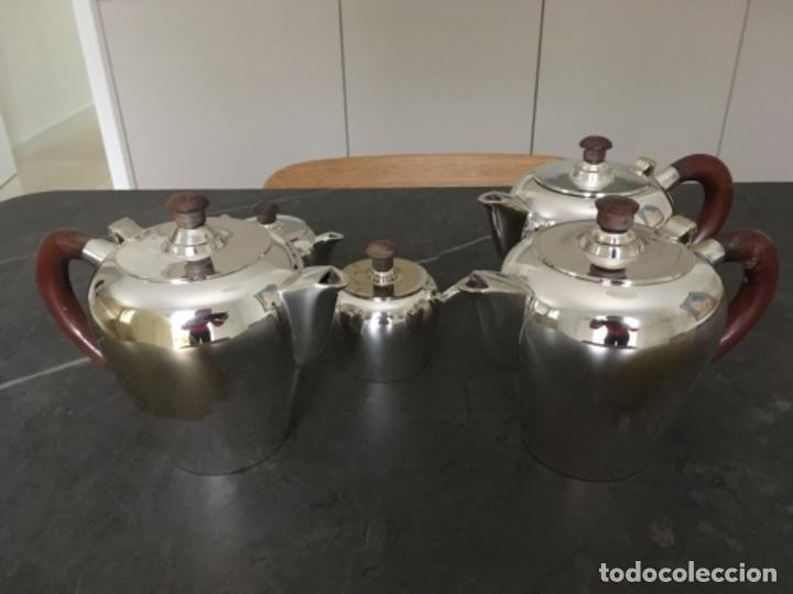 JUEGO DE CAFÉ O TÉ DE METAL PLATEADO (Antigüedades - Platería - Bañado en Plata Antiguo)