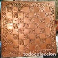 Antigüedades: TABLÓN DE AJEDREZ DE COBRE 60*60CM. Lote 192048070