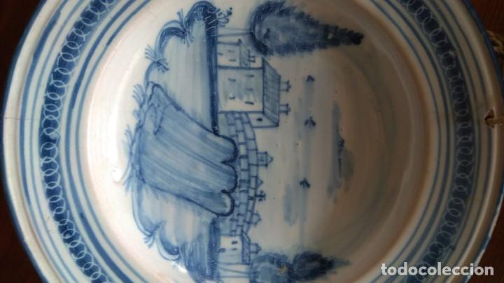Antigüedades: Plato siglo XVIII. Serie arquitecturas. Talavera, Toledo. Decoración puente remate con cruz. - Foto 4 - 192051440