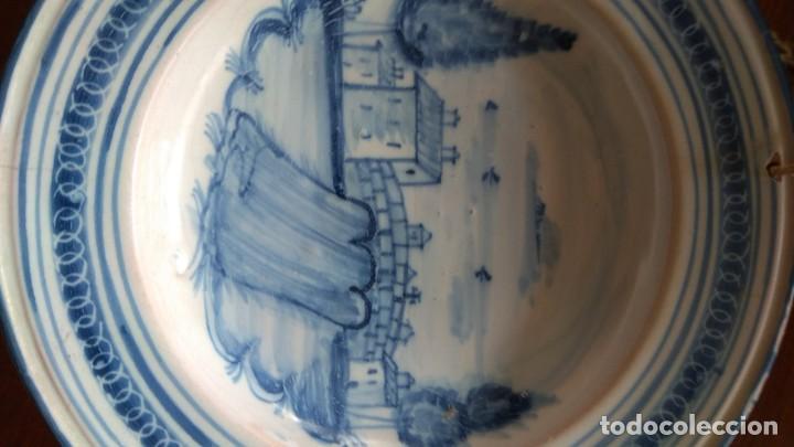 Antigüedades: Plato siglo XVIII. Serie arquitecturas. Talavera, Toledo. Decoración puente remate con cruz. - Foto 5 - 192051440