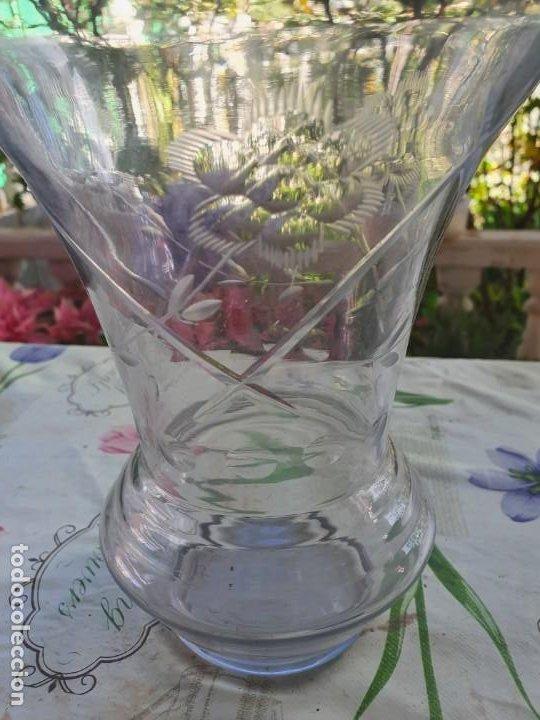 Antigüedades: Antiguo jarron o florero de cristal - Foto 2 - 192086146