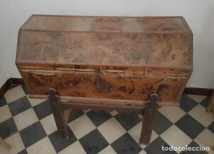 Antigüedades: ANTIGUO BAÚL CON SOPORTE DE MADERA. - Foto 13 - 163972030