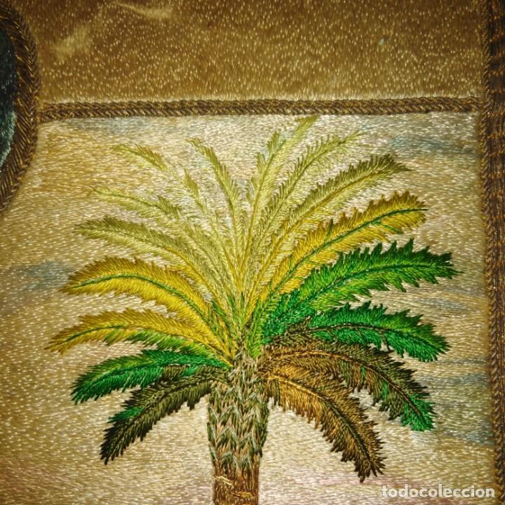 Antigüedades: Antiguo escudo bordado a mano en hilo de seda y oro, siglo xix - Foto 14 - 188441757