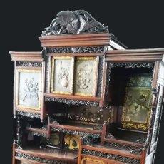Antigüedades: MUEBLE APARADOR CHINO DECORADO MOTIVOS ORIENTALES. Lote 192117450
