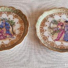 Antigüedades: PAREJA DE PEQUEÑOS PLATOS ESTILO LIMOGES / PINTADOS A MANO / SIN MARCA / 12 CM Ø / PERFECTOS.. Lote 192136470