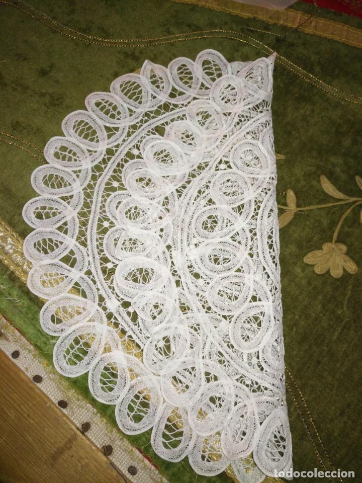Antigüedades: 44 cm diametro tapete sudario bordado con encaje puntilla filo filtire 100x100 algodon ideal virgen - Foto 2 - 192182577
