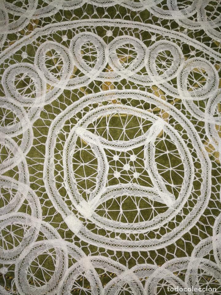 Antigüedades: 44 cm diametro tapete sudario bordado con encaje puntilla filo filtire 100x100 algodon ideal virgen - Foto 3 - 192182577
