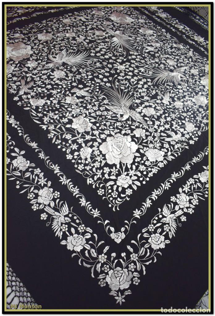Antigüedades: Mi Manton, manton de manila seda bordada a mano blanco sobre negro - Foto 2 - 192193345