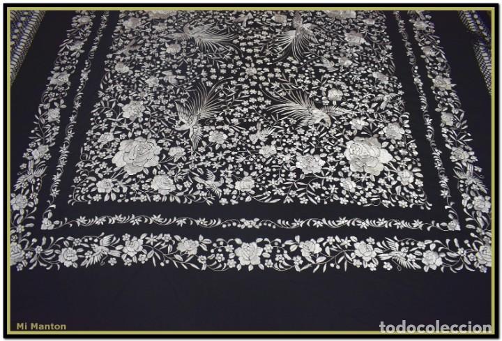 Antigüedades: Mi Manton, manton de manila seda bordada a mano blanco sobre negro - Foto 5 - 192193345