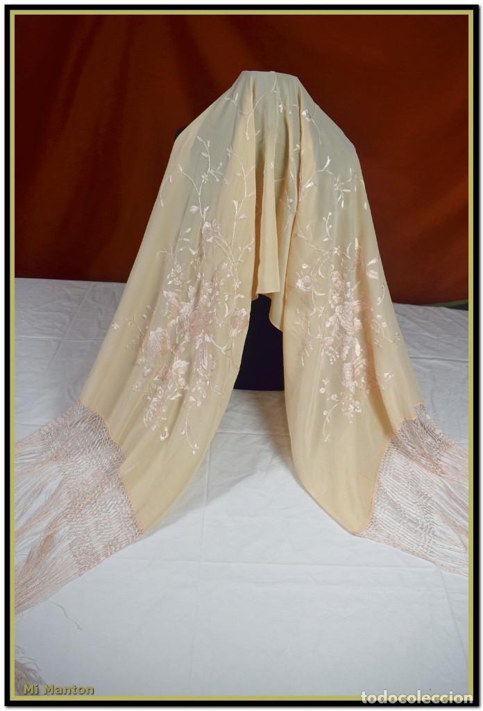 Antigüedades: Mi Manton, chal echarpe estola, bordada tipo manton de manila seda bordada a mano color rosa salmon - Foto 2 - 192193683