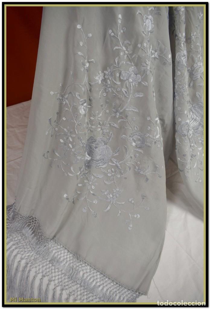 Antigüedades: Mi Manton, chal echarpe estola, bordada tipo manton de manila seda bordada a mano color gris - Foto 2 - 192193858