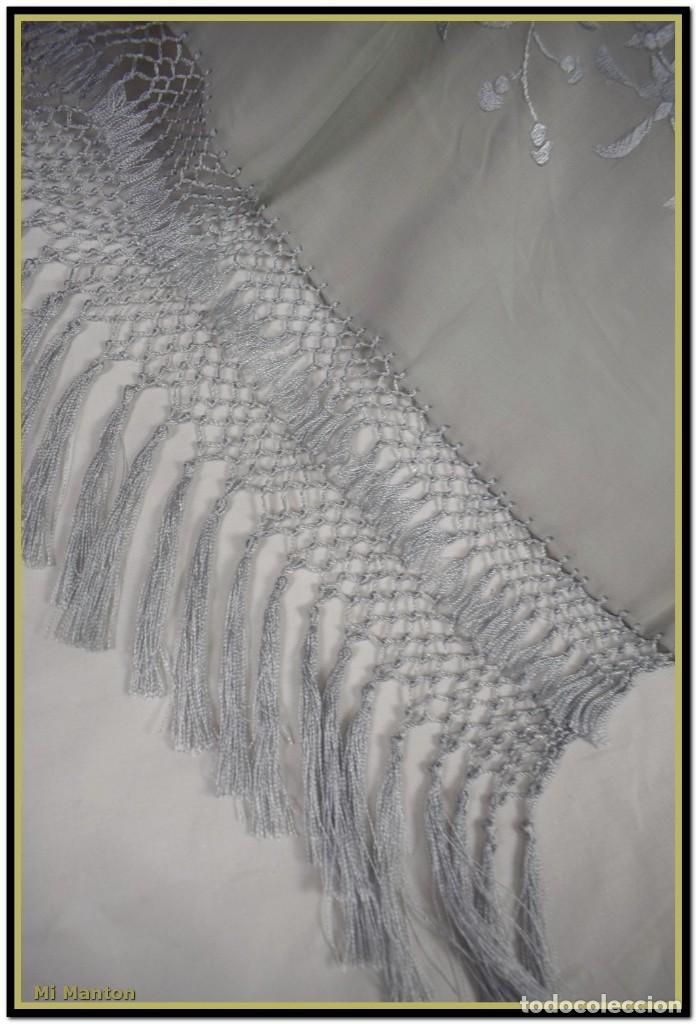 Antigüedades: Mi Manton, chal echarpe estola, bordada tipo manton de manila seda bordada a mano color gris - Foto 3 - 192193858