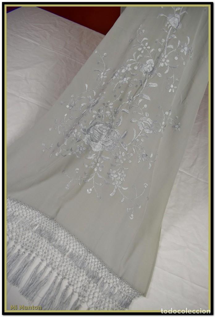 Antigüedades: Mi Manton, chal echarpe estola, bordada tipo manton de manila seda bordada a mano color gris - Foto 4 - 192193858