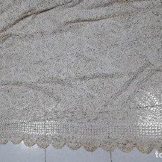 Antigüedades: ANTIGUO MANTEL REALIZADO EN GANCHILLO A MANO , MEDIDAS 190X290 CM.. Lote 228288180