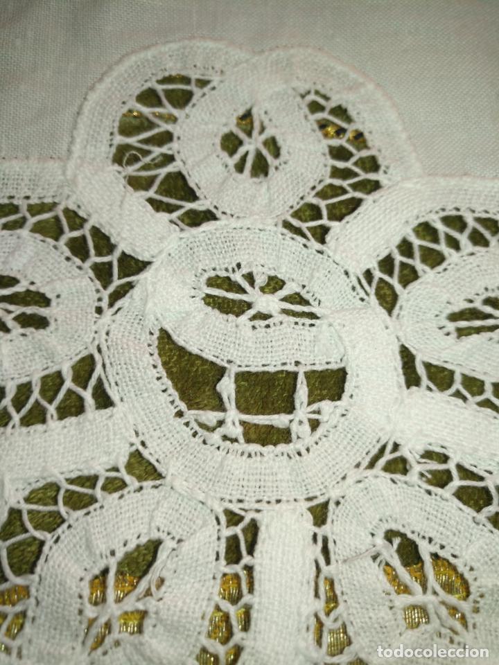 Antigüedades: 57 cm diametro tapete sudario bordado con encaje puntilla filo filtire 100x100 algodon ideal virgen - Foto 2 - 192226621
