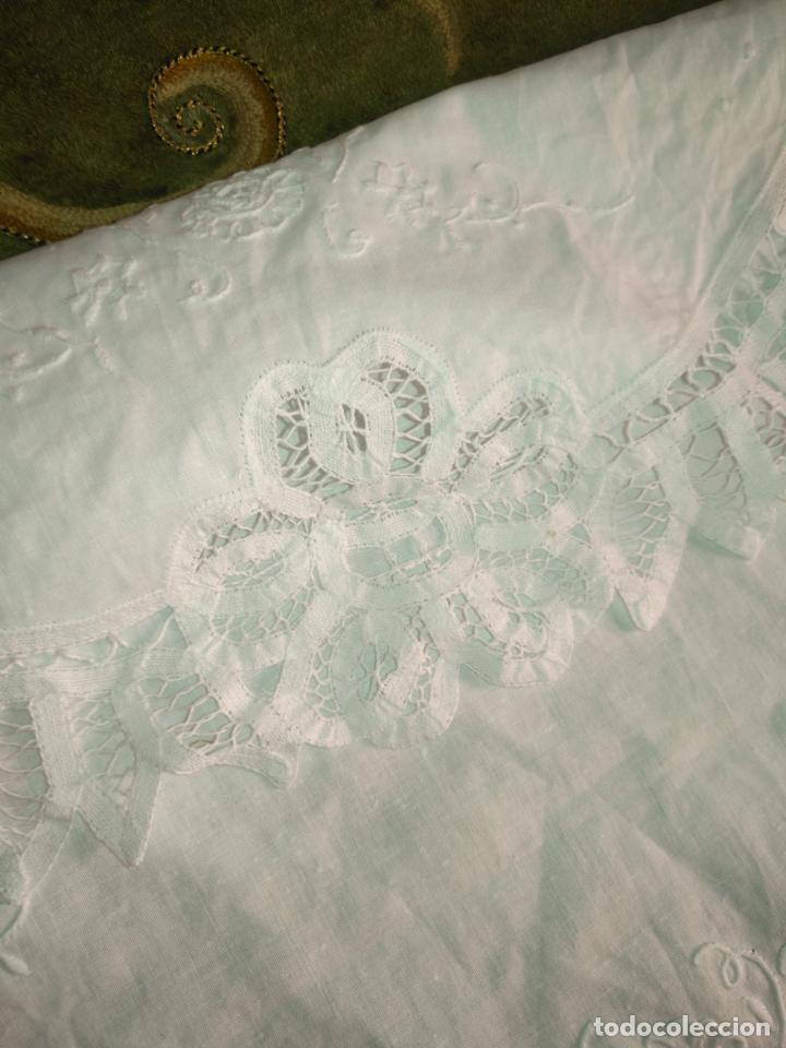 Antigüedades: 57 cm diametro tapete sudario bordado con encaje puntilla filo filtire 100x100 algodon ideal virgen - Foto 4 - 192226621