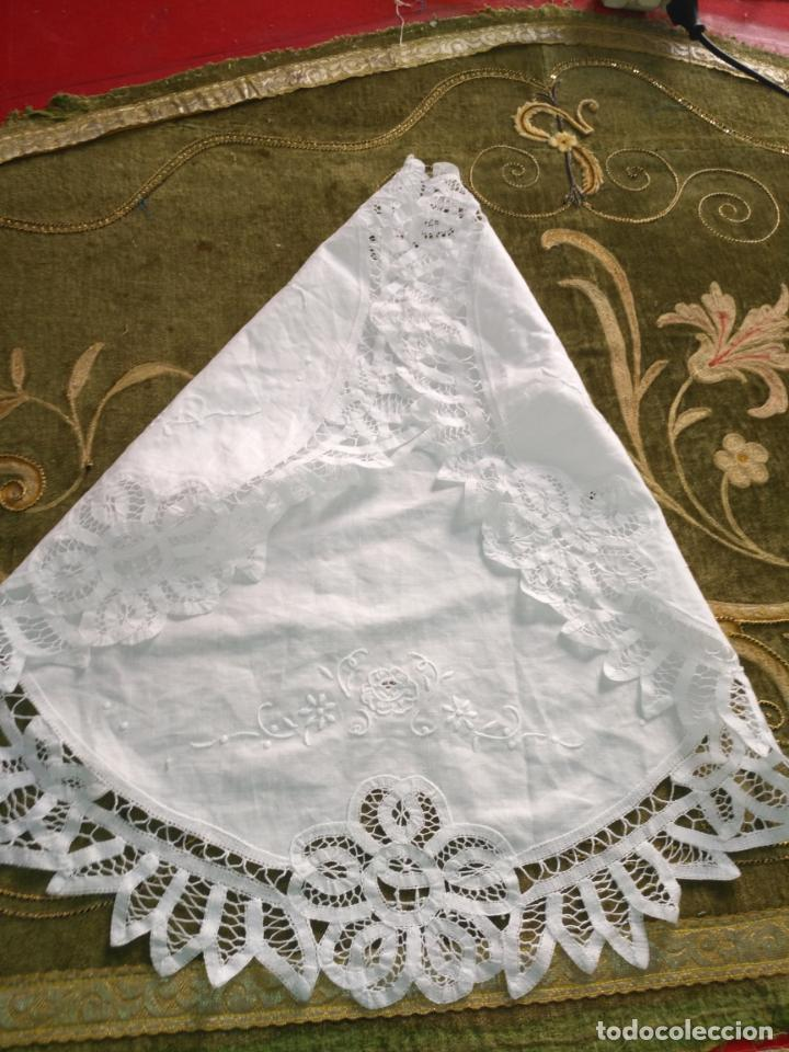 Antigüedades: 57 cm diametro tapete sudario bordado con encaje puntilla filo filtire 100x100 algodon ideal virgen - Foto 5 - 192226621