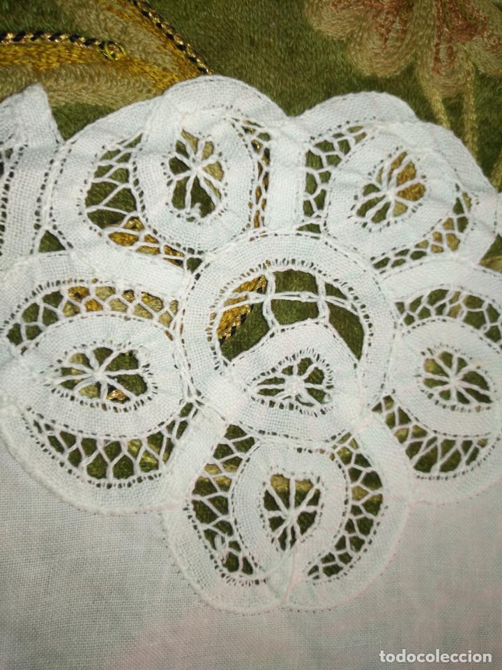 Antigüedades: 56 cm diametro tapete sudario bordado con encaje puntilla filo filtire 100x100 algodon ideal virgen - Foto 3 - 192227253