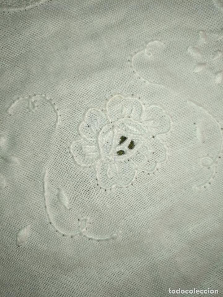 Antigüedades: 56 cm diametro tapete sudario bordado con encaje puntilla filo filtire 100x100 algodon ideal virgen - Foto 5 - 192227253