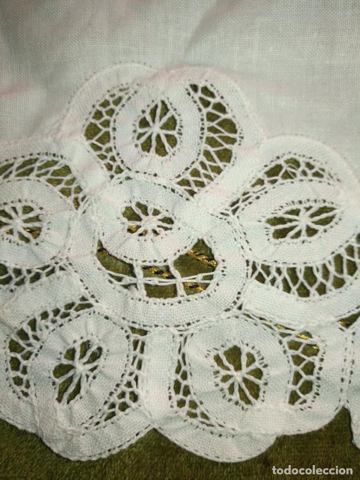 Antigüedades: 56 cm diametro tapete sudario bordado con encaje puntilla filo filtire 100x100 algodon ideal virgen - Foto 7 - 192227253