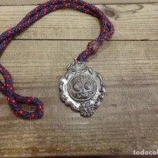 Antigüedades: SEMANA SANTA SEVILLA , MEDALLA CON CORDON DE LA HERMANDAD DEL BARATILLO. Lote 192230146