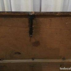 Antigüedades: ANTIGUO ARCÓN MADERA HERRAJES METALICOS.SOLO MADRID. Lote 192246846