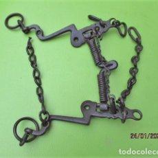Antigüedades: MUY ANTIGUO BOCADO DE CABALLO SIGLO XVIII EN HIERRO Y FORJADO A MANO. Lote 192297626