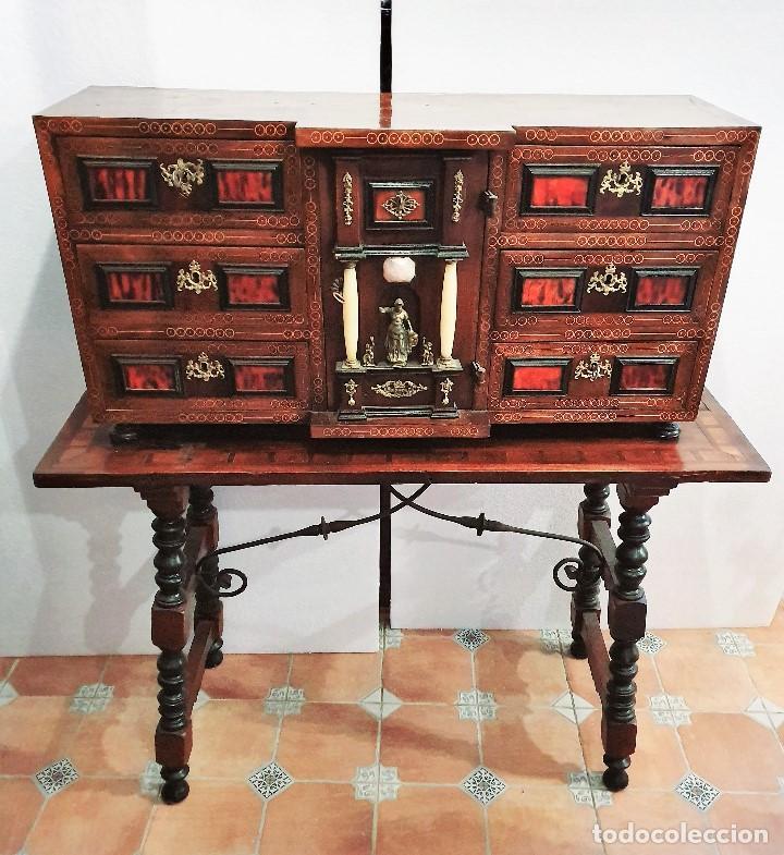 BARGUEÑO CON INSCRUSTACIONES DE LATON Y CAREY (Antigüedades - Muebles Antiguos - Bargueños Antiguos)