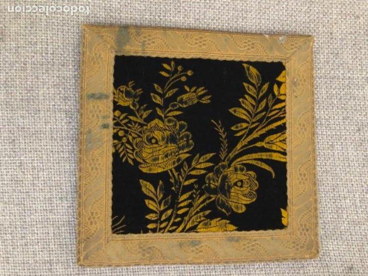 ANTIGUA FUNDA CORPORALES REALIZADAS EN DAMASCO CON GALÓN DE ORO. XIX (Antigüedades - Religiosas - Ornamentos Antiguos)