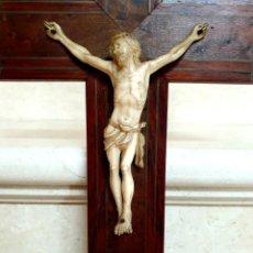 Antigüedades: PRECIOSO CRISTO CRUCIFICADO EN TALLA DE MARFIL DE GRAN CALIDAD,S. XIX. Lote 192379370