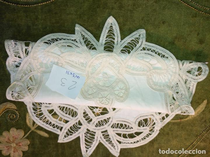 Antigüedades: 44x31 cm tapete sudario bordado pañuelo encaje puntilla filtire 100x100 algodon ideal virgen - Foto 3 - 192381090