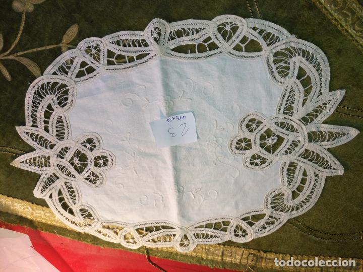 Antigüedades: 44x31 cm tapete sudario bordado pañuelo encaje puntilla filtire 100x100 algodon ideal virgen - Foto 4 - 192381090