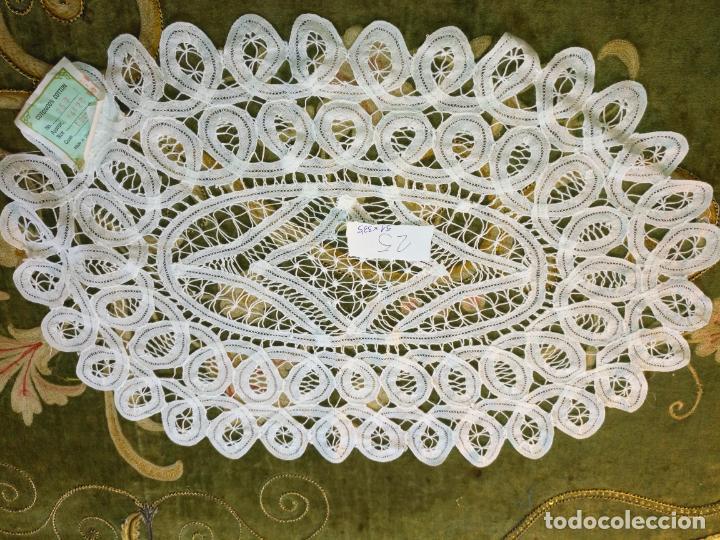 Antigüedades: 51x33,5 cm tapete sudario bordado pañuelo encaje puntilla filtire 100x100 algodon ideal virgen - Foto 5 - 192381222