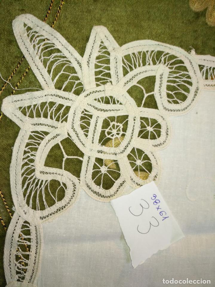 Antigüedades: 38x61 cm tapete sudario bordado pañuelo encaje puntilla filtire 100x100 algodon ideal virgen - Foto 2 - 192384547