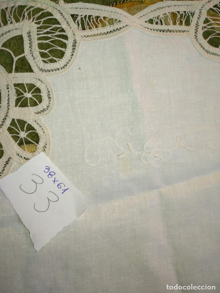 Antigüedades: 38x61 cm tapete sudario bordado pañuelo encaje puntilla filtire 100x100 algodon ideal virgen - Foto 3 - 192384547