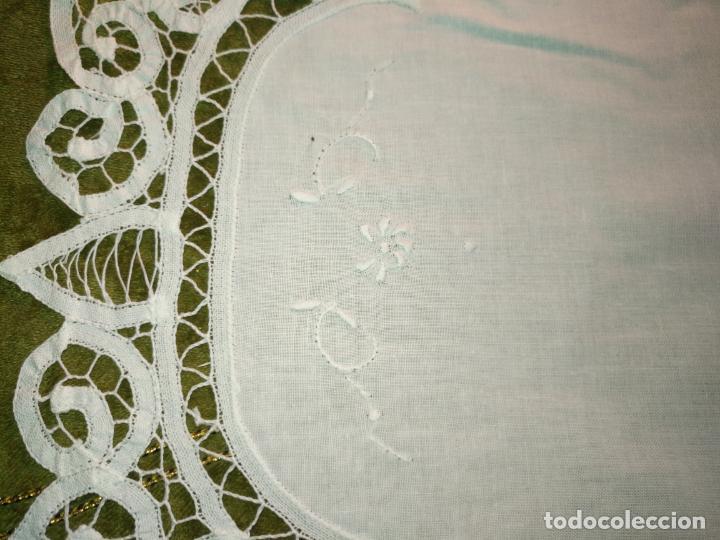 Antigüedades: 113x39 tapete sudario bordado pañuelo encaje puntilla filtire 100x100 algodon ideal virgen - Foto 2 - 192385602