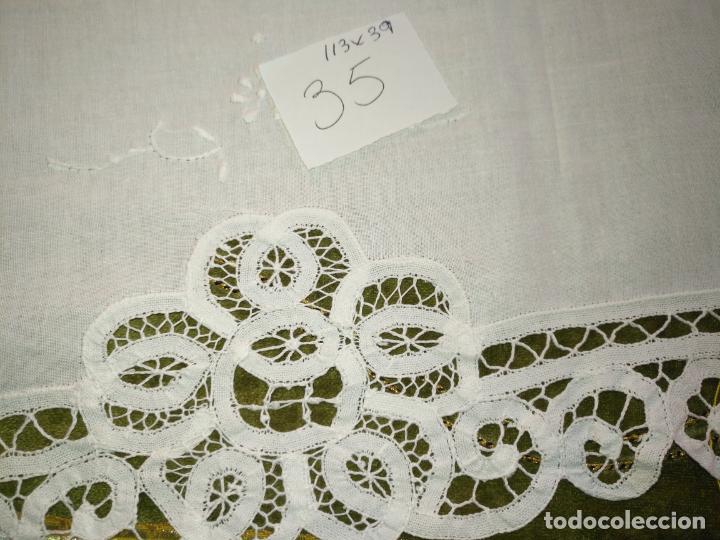 Antigüedades: 113x39 tapete sudario bordado pañuelo encaje puntilla filtire 100x100 algodon ideal virgen - Foto 3 - 192385602