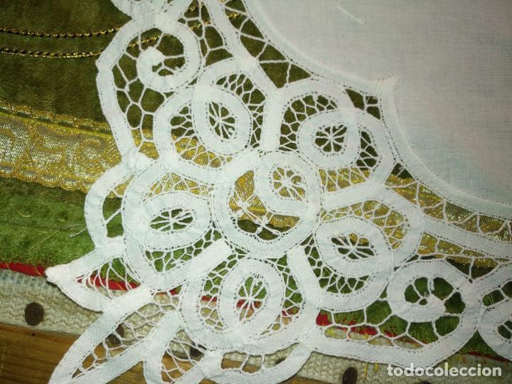 Antigüedades: 113x39 tapete sudario bordado pañuelo encaje puntilla filtire 100x100 algodon ideal virgen - Foto 5 - 192385602