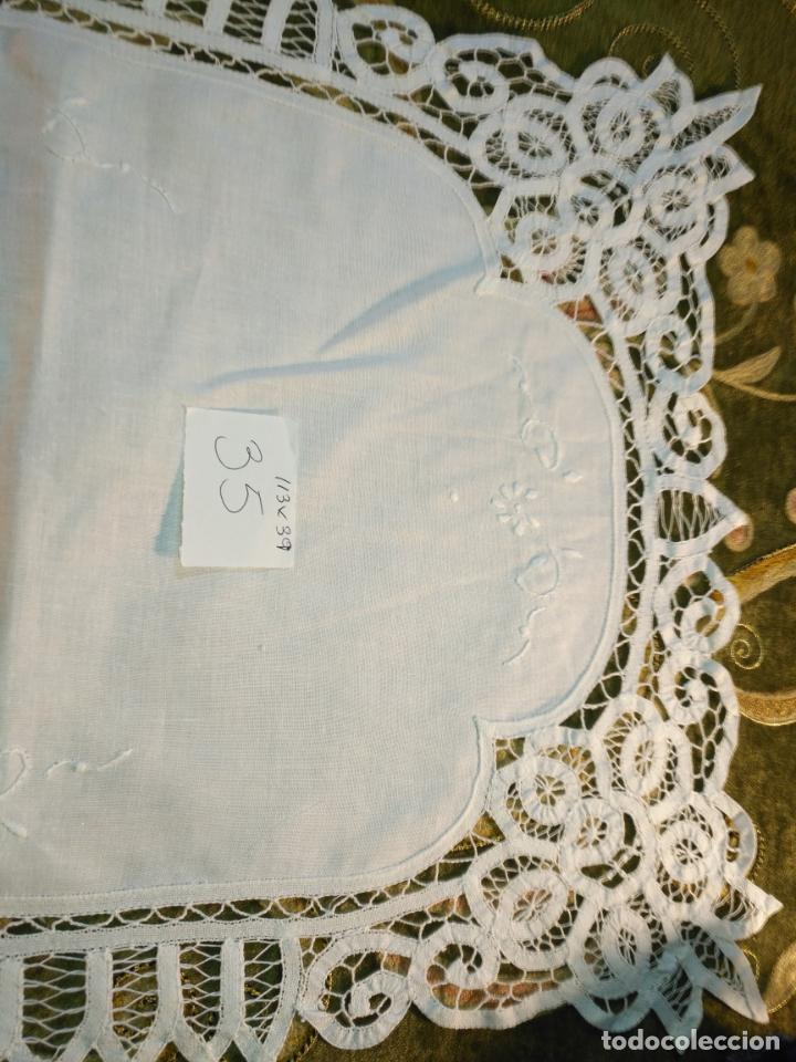 Antigüedades: 113x39 tapete sudario bordado pañuelo encaje puntilla filtire 100x100 algodon ideal virgen - Foto 8 - 192385602