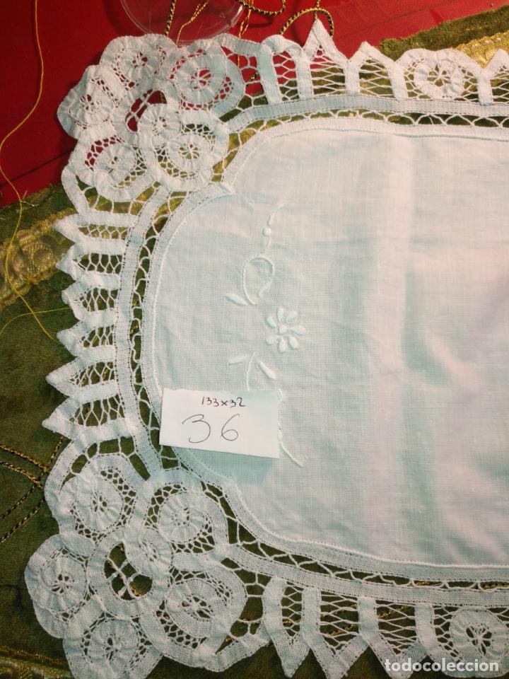Antigüedades: 133x32 tapete sudario bordado pañuelo encaje puntilla filtire 100x100 algodon ideal virgen - Foto 2 - 192386146