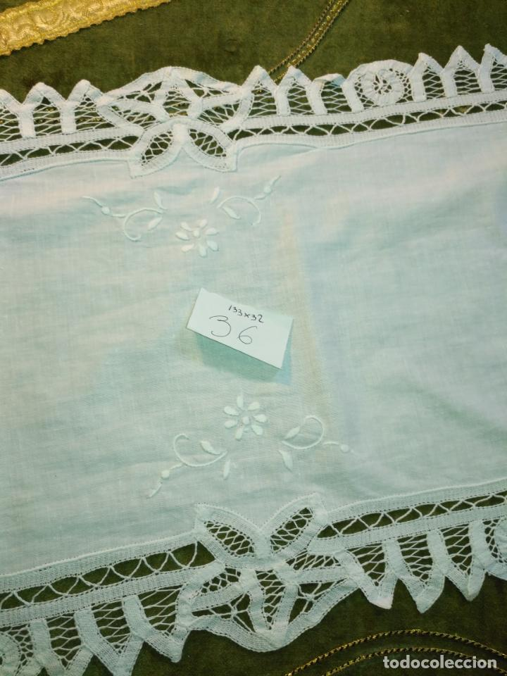 Antigüedades: 133x32 tapete sudario bordado pañuelo encaje puntilla filtire 100x100 algodon ideal virgen - Foto 3 - 192386146
